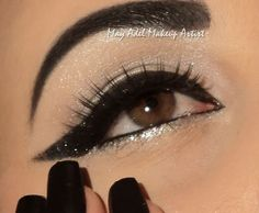 Find great makeup tutorials for hazel / brown eyes. Best makeup tips and videos on how to apply makeup on hazel-brown eyes by professional makeup artists. Eyeliner Shapes, Thick Eyeliner, Cat Eyeliner, Eyeliner Looks, Cat Eye Makeup, Glitter Eyeliner, Love Makeup, Makeup Tips, Makeup Ideas
