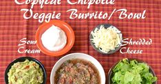 Chipotle is a fast food restaurant with flavors close to the Mexican cuisine. A little of this and a little of that from their lined up stat. Chipotle Salsa Recipe, Chipotle Bowl, Vegan Foods, Vegan Dishes, Veggie Burrito, Burrito Bowls, Mexican Food Recipes, Ethnic Recipes, Mexican Dishes