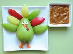Turkey fruit snack great for thanksgiving day while youre cooking and the kids are saying they are hungry!