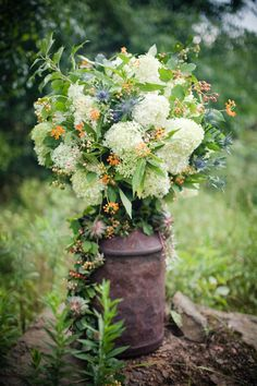 Milk Can & flowers - have one and it would look cool in my courtyard or garden!
