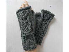 Handstickade torgvantar med ugglamotiv på Tradera.com - Stickade och