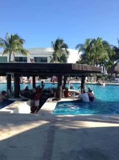 Pool Bar? Every day is sunny? Yes please.