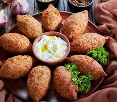 Kibbeh Recipe Lebanese, Lebanese Recipes, Arabian Food, Brunch, Dominican Food, Dinner With Friends, Mediterranean Dishes, Middle Eastern Recipes, Logo Food