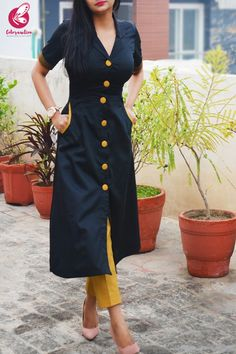 Simple Kurti Designs, Kurta Designs Women, Blouse Designs, Kurtha Designs, Black Kurti, Churidar Neck Designs, Kurtis With Pants, Silk Kurti, Sleeves Designs For Dresses