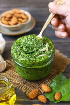 Spinach Pesto is a protein-packed pasta sauce recipe. It is gluten free and vegan via funfoodfrolic.com #veganrecipe #spinachrecipe #glutenfreerecipe
