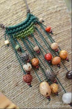 Handmade crochet crochet art of living (Diy Necklace Macrame) Textile Jewelry, Macrame Jewelry, Fabric Jewelry, Crochet Jewellery, Macrame Necklace, Paper Bead Jewelry, Hippie Jewelry, Beaded Earrings, Art Au Crochet