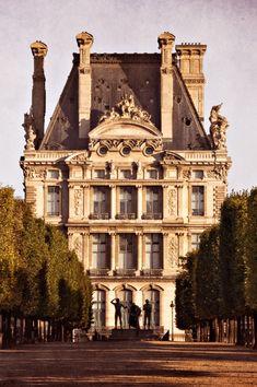 Jardin et Tuileries, Louvre, Paris - Classic Architecture