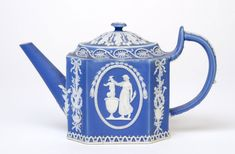 Teapot Made by the Wedgwood factory c. 1790