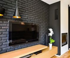 Черный кирпич?! Почему бы и нет!Особенно эффектно будет смотреться в интерьере кафе, студии или офиса. #старинакирпич #лофт #кирпич #плитка #интерьер #лофтдизайн #интерьер #лофткирпич #loft #loftdesign #кирпич #oldbrick
