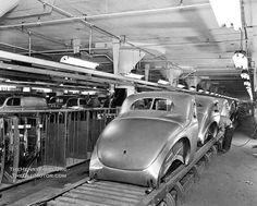 1940 Ford Assembly Line Ford Emblem, Ford Sport, Ford V8, Assembly Line, Old Fords, Cars And Motorcycles, Vintage Cars, Car Dealerships, Matilda