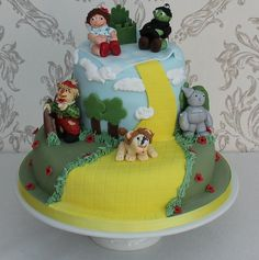 Wizard of Oz 1st Birthday cake used 'baby' versions of the main characters. From www.cakesbykit.co.uk