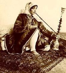 image credit A hookah, or water pipe, is typically made of glass. Water is used to cool tobacco smoke before inhalation. The hookah originated in India and Iran in the sixteenth century, where it was seen as a good way to Old Pictures, Old Photos, Vintage Photos, Qajar Dynasty, Hookah Pipes, Hookah Smoke, Iranian Women, Iranian Art, Persian Culture