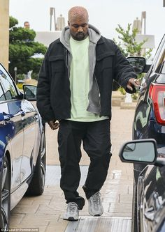 Kanye West is spotted during rare outing with dad Rayin Malibu Family genes: Like his famous son who raps, designs shoes, and creates clothing lines, Ray was a jack of all trades as well Kanye West Outfits, Kanye West Style, Urban Outfits, Fashion Killa, Mens Fashion, Runway Fashion, Yeezy Outfit, Kim And Kanye, Family Genes