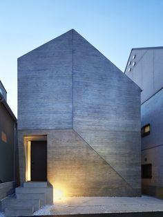 Shirokane House by MDS. A doorway is the only opening in the faceted concrete facade of this family residence in Tokyo by architecture studio MDS. Villa Architecture, Architecture Design Concept, Architecture Durable, Concrete Architecture, Minimalist Architecture, Amazing Architecture, Contemporary Architecture, Tokyo Architecture, Sketch Architecture