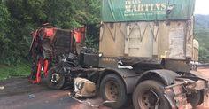 Motorista de caminhão morre após colisão com ônibus na via Anchieta https://correroubater.blogspot.com.br/