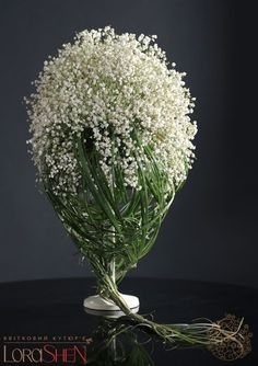 Women's Special: Four-Strategies Flowers Can Modify Your Working Day-To-Day Lifestyle Modern And Contemporary Floral Arrangement With Only Baby's Breath.And Steal Grass - Interior Lorashen Modern Floral Arrangements, Beautiful Flower Arrangements, Floral Centerpieces, Ikebana, Deco Floral, Arte Floral, Floral Design, Fresh Flowers, Beautiful Flowers