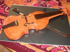Is that the cello or the violin? Violin Cake, Cello, Record Players, Retro Ads, Music Theory, Music Quotes, Fun Facts, Music Instruments, Learning