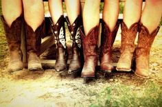 Take a look at our cute cowboy boots for women and outfit inspirations for how to style them! Cowboy boots can be the ideal addition to summer ensembles! Bota Country, Country Boots, Southern Women, Southern Belle, Southern Comfort, Southern Pride, Simply Southern, Cowgirl Style, Cowgirl Boots