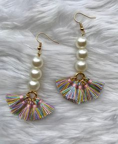 As you go on your precious jewelry making journey, you'll discover that you will typically encounter wires. Precious jewelry makers, the creative lot, have actually discovered lots of methods to integrate them in pieces in different methods. Tassel Jewelry, Crystal Jewelry, Wire Jewelry, Jewelry Crafts, Beaded Jewelry, Silver Jewelry, Jewelry Ideas, Jewellery Box, Silver Ring