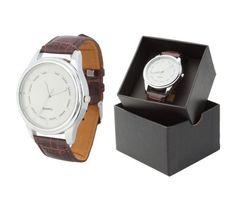 Luxusné pánske strieborné hodinky v okrúhlom tvare s hnedým remienkom. Tieto nádherné analógové hodinky pre pánov majú moderný štvorcový vzhľad a remienok s imitácie kože. Dodávané v darčekovej krabičke. Potešte seba alebo svojich blízkych krásnymi hodinkami. Tieto moderné analógové hodinky Vás uchvátia svojim nádherným a elegantným vzhľadom. Watches, Leather, Accessories, Tag Watches, Clocks, Ornament