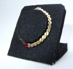 how to: mini jewelry displays