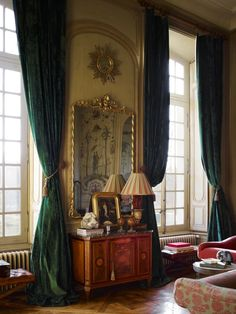 Antique Interior, French Interior, Informal Dining Rooms, Interior Design Photos, French Chateau, Green Rooms, French Country Style, Large Bedroom, Master Bedroom