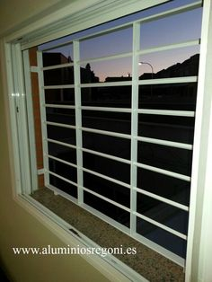 Reja de hierro Home Window Grill Design, Balcony Grill Design, Window Design, Door Design, House Design, Iron Windows, Iron Doors, Windows And Doors, Wall Partition Design