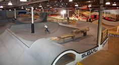 Ray's Milwaukee Indoor Mountain Bike Park Grand Opening by reecewallace - Pinkbike Backyard Skatepark, Skateboard Ramps, Skate Ramp, Study Interior Design, Skate Style, Old Factory, Bike Parking, Parkour, Villa