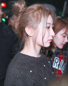 Fandom, Japanese Girl Group, The Wiz, Kpop Girls, Yuri, Famous People, Rapper, Korea, Pretty Girls