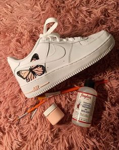 trendy sneakers best sneakers 2019 womens jeans and sneakers outfit sneakers sneakers for teen best sneakers 2020 best sneakers sneaker ideas Source by weintoitmag idea for teens Cute Sneakers, Jeans And Sneakers, Shoes Sneakers, Af1 Shoes, Shoes Uk, Shoes Sandals, Yeezy Shoes, Flat Shoes, Leather Sandals