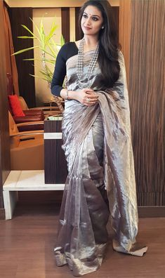 Keerthi Suresh with a beautiful saree Kurta Designs, Silk Saree Blouse Designs, Saree Blouse Patterns, Fancy Blouse Designs, Trendy Sarees, Stylish Sarees, Fancy Sarees, Simple Sarees, Saris