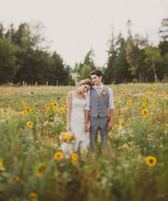 A #wedding photo with a sunflowers backdrop...perfect! From http://greenweddingshoes.com/canadian-barn-wedding-amy-david/  Photo Credit: http://blog.ameris.ca/