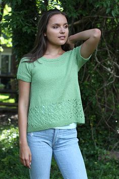 Miss Molly Designed by Amy Gunderson PATTERN NOTES Golly, I love a good short-sleeved tee. Layer with a long-sleeved shirt in cooler months, or wear Christmas Knitting Patterns, Baby Knitting Patterns, Free Knitting, Knitting Ideas, Universal Yarn, Lace Tee, Summer Knitting, Knit In The Round, Knit Crochet