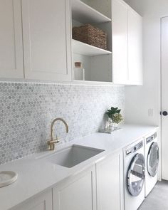 Julia & Sasha share kitchen, mudroom and laundry – The Interiors Addict - Modern Modern Laundry Rooms, Laundry Room Layouts, Laundry Room Organization, Laundry In Bathroom, Laundry Decor, Laundry Storage, Laundry In Kitchen, Pantry Laundry Room, Basement Laundry