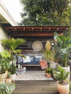 70 Cozy Backyard and Garden Seating Ideas for Summer - Backyard Landscaping Backyard Seating, Backyard Privacy, Backyard Patio Designs, Outdoor Seating Areas, Small Backyard Landscaping, Landscaping Ideas, Backyard Retreat, Backyard Bbq, Backyard Ideas