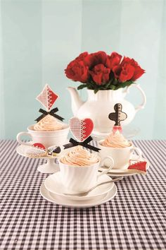 Inspiration | docrafts.com This cupcake trio with biscuit toppers was made for the docrafts Creativity magazine Make Playing Cards, Playing Card Holder, Poker Cupcakes, Game Night Parties, Slot Machine Cake, Trump Card, Edible Creations, Vegas Style, Family Game Night
