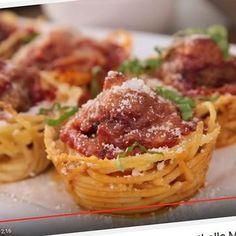 Nerokas tapa valmistaa lihapullat ja spagetti – lopputuloksena uskomaton herkku!