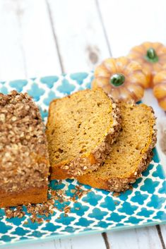 This bread is fabulous! Healthy Pumpkin Bread Streusel with less sugar - Low Calorie, Low Fat Recipe #SplendaSweeties #SweetSwaps #ad