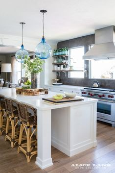 Beautiful casual yet chic kitchen Rural Chic – Alice Lane Home Interior Design