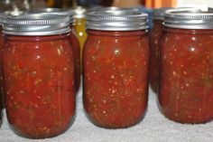 Salsa Recipe - Fresh Or Canned To Enjoy All Year Long! Canned Salsa is a staple in our house! Summertime Salsa RecipeCanned Salsa is a staple in our house! Chili Canning Recipe, Salsa Canning Recipes, Canning Salsa, Canning Tomatoes, Tomato Canning, Garden Tomatoes, Heirloom Tomatoes, Grow Tomatoes, Canning Soup