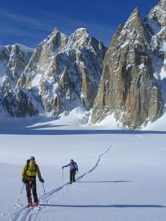 Superb Scenic Glacial Tours Easily Accessed from Punta Helbronner / Punta Helbronner (3462m) Variations / Chamonix Mountaineering / Gallery / High Mountain Guides - Chamonix Mountain Guides offering Mountaineering, Rock Climbing, Off-Piste Skiing, Touring & Vallee Blanche
