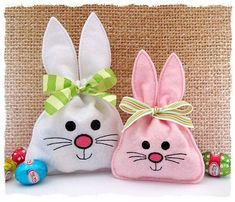 Bunny Treat Bag im Stickrahmen - GG Designs Embroidery, Embroidery Hoop Crafts, Machine Embroidery Projects, Embroidery Fonts, Free Machine Embroidery Designs, Embroidery Patterns, Embroidery Applique, Beaded Embroidery, Sewing Crafts, Sewing Projects