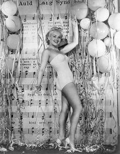 Betty Grable Love the backdrop