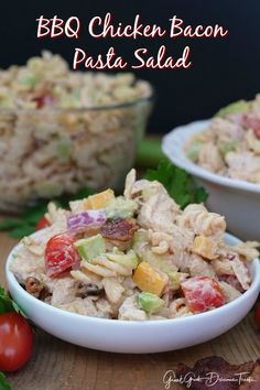 Barbecue Chicken Bacon Pasta Salad is super creamy and delicious, loaded with shredded chicken, bacon, avocados all in barbecue mayo sauce. Homemade Pasta Salad, Pasta Salad Recipes, Shredded Chicken Dishes, Chicken Bacon Pasta, Bbq Bacon, Barbecue Chicken, Mayo Sauce, Barbecue Recipes, Soup And Salad