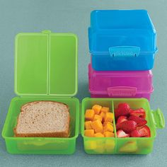 *PINK AVAILABLE** Thanks to ingeniously arranged dividers, it keeps a sandwich, chips and fruit tastefully compact and compartmentalized. Bento Box Lunch, Lunch Snacks, Clean Eating Snacks, Lunch Boxes, Kid Snacks, Healthy Lunches, Healthy Eating, Make Ahead Meals, Kids Meals