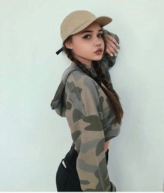Come across styles hoodies for girls considering the time of the year, fashionable hoodies series. We've lovely as well as inexpensive hoodies for girls to maintain a person elegant. Teen Fashion, Fashion Outfits, Fashion Trends, Fashion 2017, Club Style, My Style, Tres Belle Photo, Look Body, Tumblr Girls