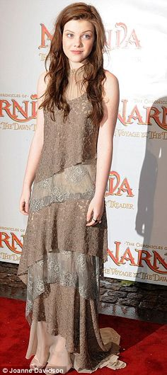 Where's the White Witch when you need her? Chronicles Of Narnia stars Georgie Henley and Anna Popplewell brave the snow for premiere Pretty People, Beautiful People, Narnia Cast, Narnia Movies, Anna Popplewell, Lucy Pevensie, Georgie Henley, Chronicles Of Narnia, Hollywood