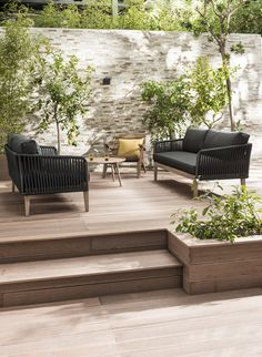 Garden furniture sets are both comfy and trendy. A rustic garden furniture set a modern-day set or any other style make a garden live. Outdoor Furniture Sets, Outdoor Rooms, Buy Garden, Deck Designs Backyard, Large Backyard, Outdoor Spaces, Rustic Garden Furniture, Rustic Gardens, Front Yard