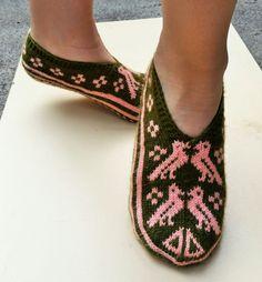 Hand Knit Wool Slippers Warm Soft Turkish Socks by Vintagezoned - Harika El işleri-Hobiler Wool Socks, Knitting Socks, Hand Knitting, Crochet Accessories, Baby Knitting Patterns, Textiles, Warm, Trending Outfits, Handmade Gifts