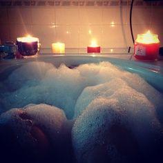 Anna chlumsky self pic bubble bath sexy legs girls having period